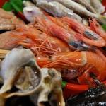 浜焼き食材は一年を通じて楽しめる甘エビ、ホタテ、タコなどお好みに合わせてゲット